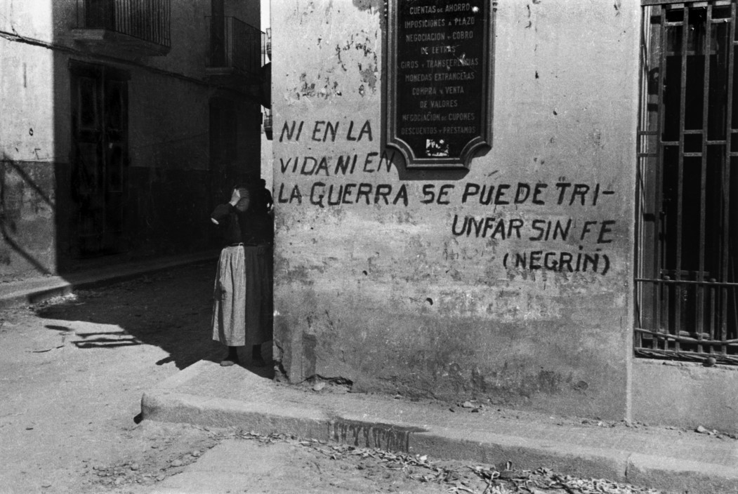 "SPAIN. The Spanish Civil War.  Citation d'un texte du Dr Juan Negrin, president du gouvernement depuis mai 1937 : "" Sans foi on ne peut triompher ni de la vie ni de la guerre."""