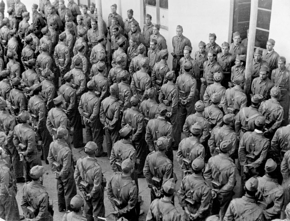 SPAIN. Spanish Civil War (1936/9) Valence. Juillet 1937.Un régiment de l'armée républicaine.