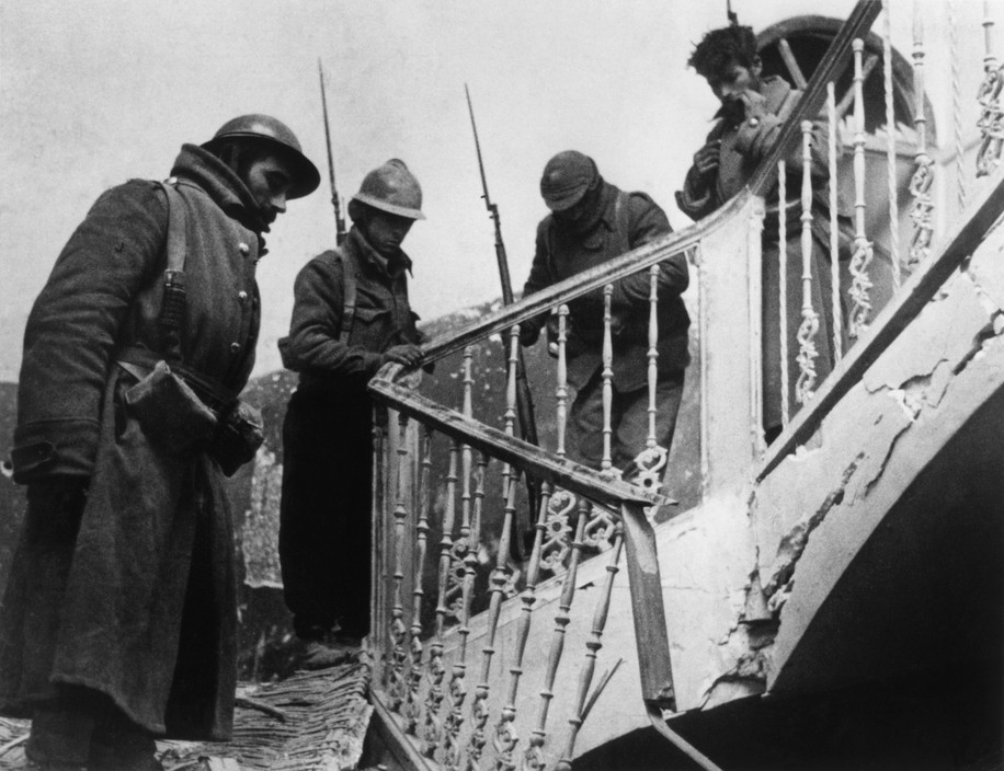 """SPAIN. Teruel (Aragon front). December 1937.""""The Spanish Civil War"""".Loyalist soldiers during the battle for this strategically located hilltop town on one major route to Barcelona."""