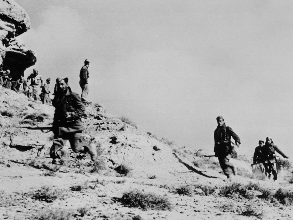 SPAIN. Spanish Civil War (1936-9)  ICP 262 Near Fraga, the Aragon front. November 7th, 1938. Loyalist troops during an offensive on the Rio Segre.
