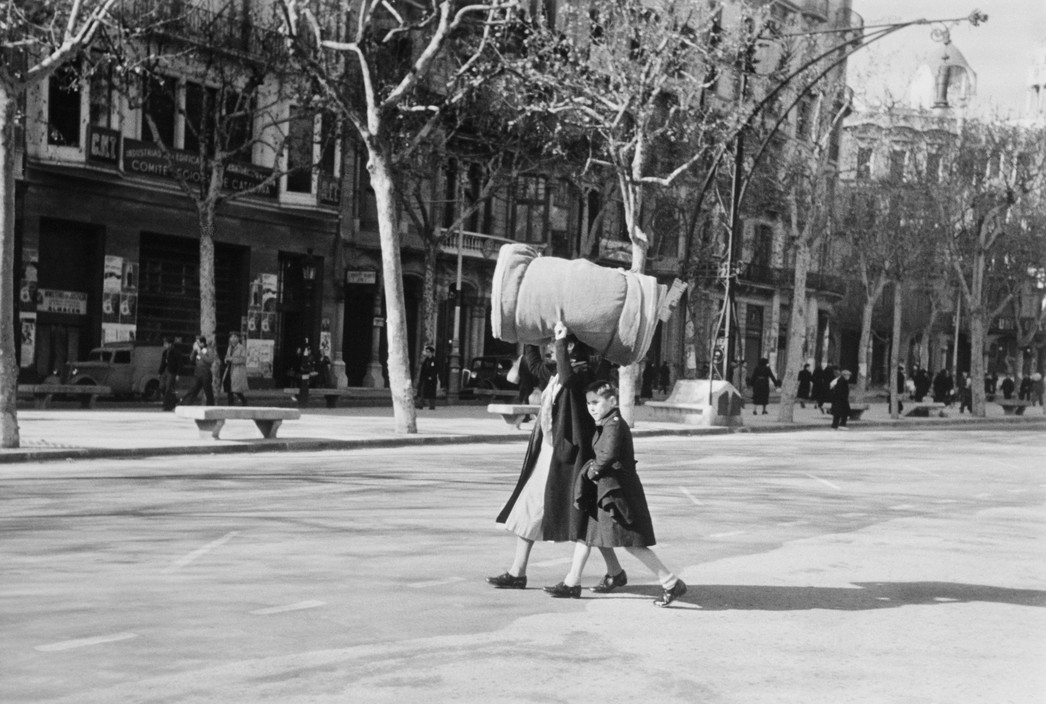SPAIN. Spanish Civil War (1936-9).  ICP 288 Barcelona. January, 1939. Evacuating the city. Barcelona was being heavily bombed by fascist planes, as General Franco's troops rapidly approached the city.