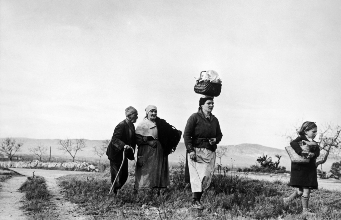 SPAIN. Spanish Civil War (1936-9)   ICP 302 On the road from Tarragona to Barcelona. January 15th, 1939. People from Tarragona seeking refuge in Barcelona. On their way to Barcelona many refugees were killed or lost their belongings because of fascist bombings.