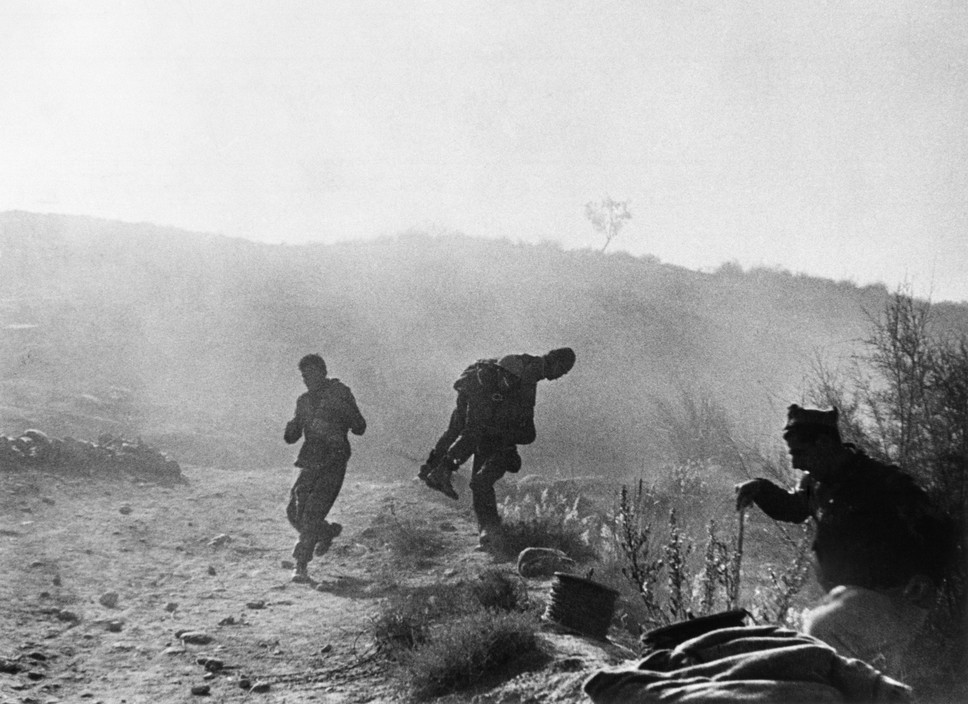 SPAIN. Spanish Civil War (1936-9)  ICP 271. Near Fraga, the Aragon front. November 7th, 1938. Loyalist troops during an offensive along the Rio Segre.