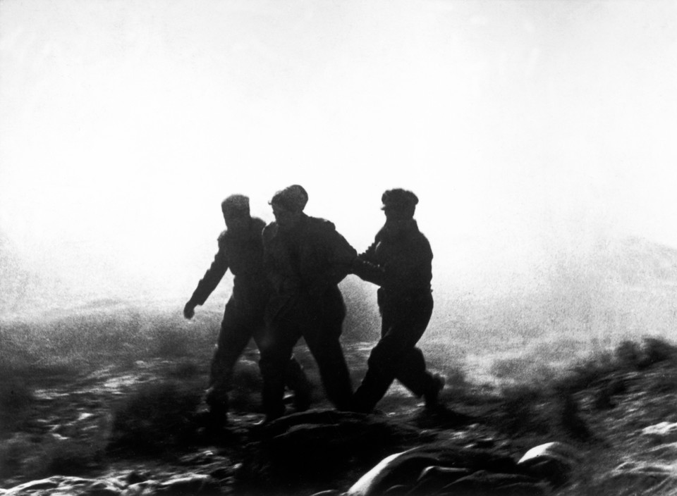 SPAIN. Spanish Civil War (1936-9) Near Fraga, the Aragon front. November 7th, 1938. Loyalist troops during an offensive along the Rio Segre. The Spanish Civil War broke out in 1936, when part of the Spanish army rebelled against the Second Republic, a democratic government elected in 1931. It gained international dimensions when Fascist Germany and Italy began supporting the military uprising, led by General Franco, with weapons and soldiers. The USSR helped the Republic, and a significant contingent of volunteers joined the InterSPAIN. Spanish Civil War (1936-9)byRobert Capa R          Copyright : Robert Capa R / Magnum Photos  (Download comp 768 X 526 pixels)   ICP 270. Near Fraga, the Aragon front. November 7th, 1938. Loyalist troops during an offensive along the Rio Segre. The Spanish Civil War broke out in 1936, when part of the Spanish army rebelled against the Second Republic, a democratic government elected in 1931. It gained international dimensions when Fascist Germany and Italy began supporting the military uprising, led by General Franco, with weapons and soldiers. The USSR helped the Republic, and a significant contingent of volunteers joined the International Brigades and fought for the Republic. The conflict became the symbol of a larger conflict between Fascists and Communists. The war ended in 1939 with Franco's victory over the Republicans.  national Brigades and fought for the Republic. The conflict became the symbol of a larger conflict between Fascists and Communists. The war ended in 1939 with Franco's victory over the Republicans.