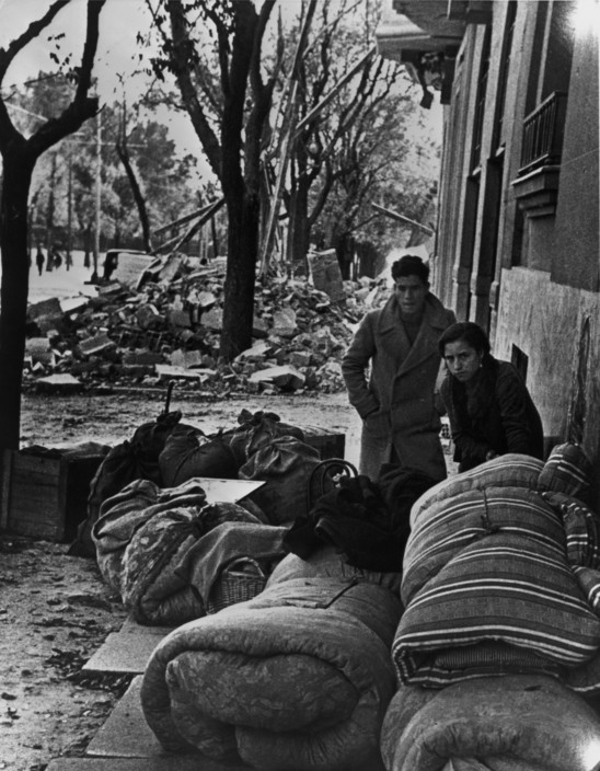 SPAIN. Spanish Civil War (1936-9)   ICP 204 Madrid. November/December, 1936. People getting ready to leave the city after the Italo-German air raids. The Nationalist offensive on Madrid, which lasted from Nov. 1936 to Feb. 1937, was one of the fiercest of the Civil War. During this period Italy and Germany started helping the Nationalist forces, and the USSR the Popular Front government. The civilians were severely affected by the bombings. Hiver 1936-37. Apres les bombardements de l'aviation fasciste italo-allemande. November/December, 1936. Refugees from the fascist air raids preparing to leave the city after the Facist bombing raids.
