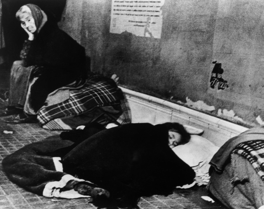 SPAIN. Spanish Civil War (1936-9)   ICP 203. Madrid. November/December, 1936. During the Italo-German bombings, many people took shelter in the subway stations. The Nationalist offensive on Madrid, which lasted from Nov. 1936 to Feb. 1937, was one of the fiercest of the Civil War. During this period Italy and Germany started helping the Nationalist forces, and the USSR the Popular Front government. The civilians were severely affected by the bombings. Hiver 1936-37. Durant les bombardements de l'aviation fasciste italo-allemande, les couloirs du metro se transforment en abris.