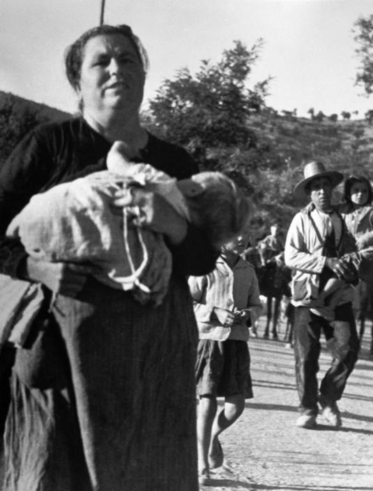 SPAIN. Spanish Civil War (1936-9) ICP 156.Andalusia. Near Cerro Muriano. September 5th, 1936. Civilians fleeing a town bombed by Fascist planes.Andalousie ...