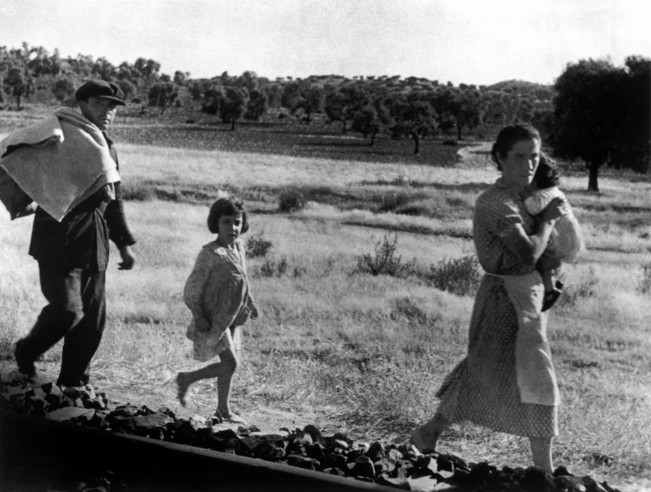 SPAIN. Spanish Civil War (1936-9)  Andalusia. Near Cerro Muriano. September 5th, 1936. Civilians fleeing a town bombed by Fascist planes.   Réfugiés fuyants les franquistes. The Spanish Civil War broke out in 1936, when part of the Spanish army rebelled against the Second Republic, a democratic government elected in 1931. It gained international dimensions when Fascist Germany and Italy began supporting the military uprising, led by General Franco, with weapons and soldiers. The USSR helped the Republic, and a significant contingent of volunteers joined the International Brigades and fought for the Republic. The conflict became the symbol of a larger conflict between Fascists and Communists. The war ended in 1939 with Franco's victory over the Republicans.