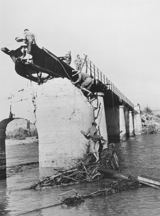SPAIN. Spanish Civil War (1936-9)  ICP 253. Mora de Ebro, the Aragon front. November 5th, 1938. The Fascist rebels bombed the bridge over the Ebro River and opened the dams in the north hoping to prevent the Republicans from crossing the river.