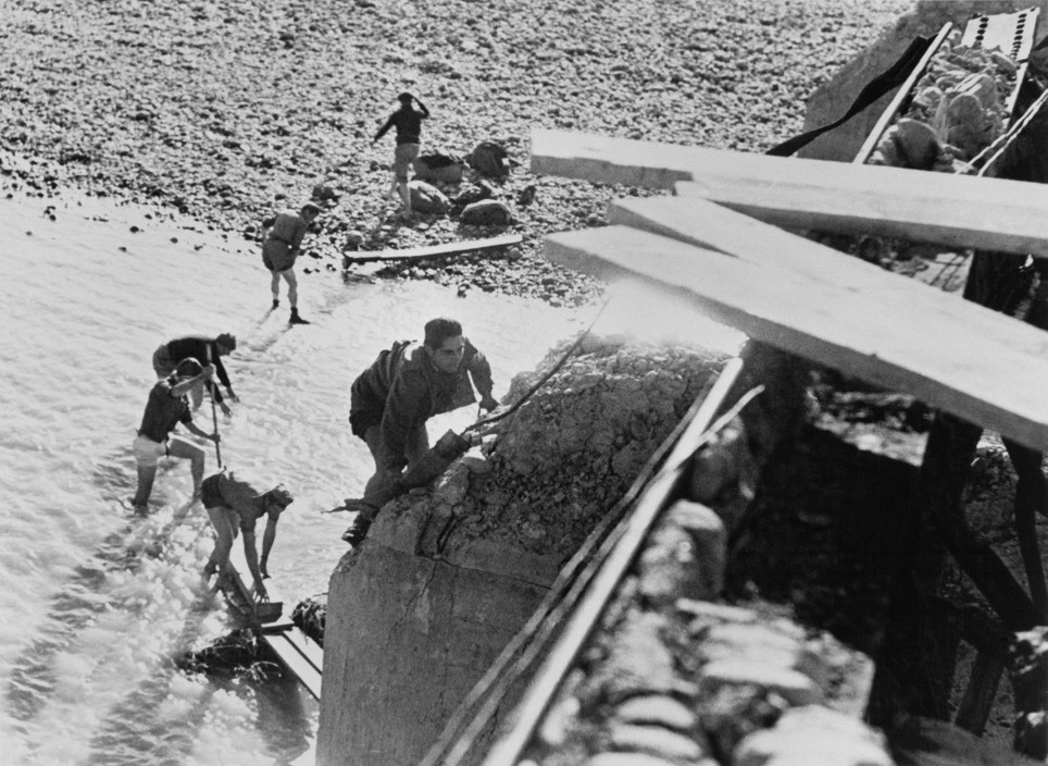 SPAIN. Spanish Civil War (1936-9)  ICP 254. Mora de Ebro, the Aragon front. November 5th, 1938. The Fascist rebels bombed the bridge over the Ebro River and opened the dams in the north hoping to prevent the Republicans from crossing the river.